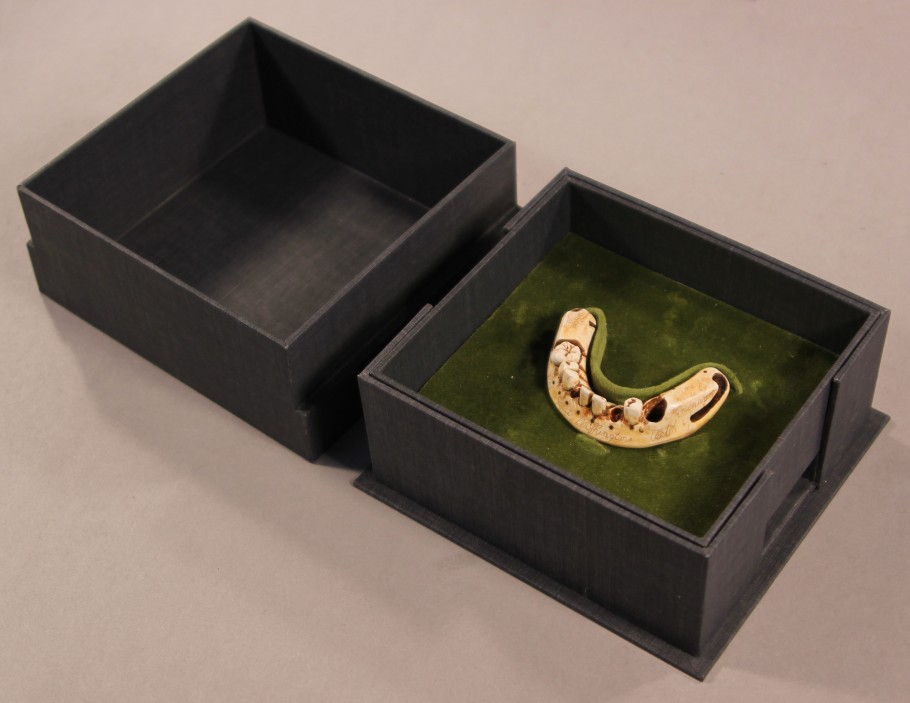 Facsimile denture in custom-made clamshell box
