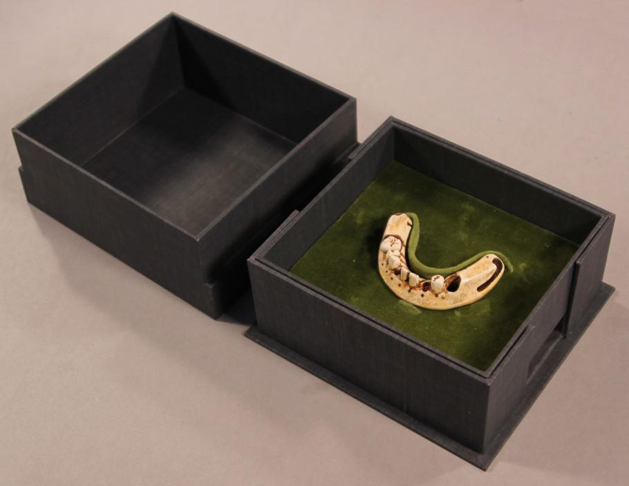 Facsimile denture in custom-made clamshell box