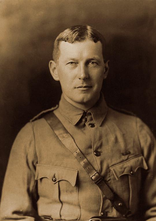 John_McCrae_in_uniform_circa_1914